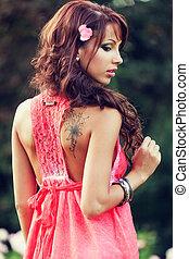 sensuale, tatuaggio, donna indietro, lei