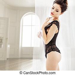sensuell, magra, brunett, tröttsam, a, spets, damunderkläder