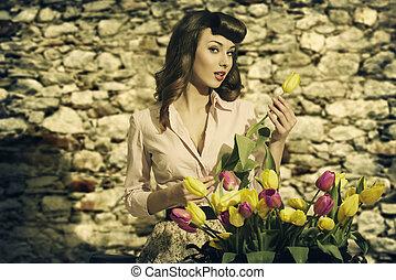sensuelles, vendange, femme, à, tulipes