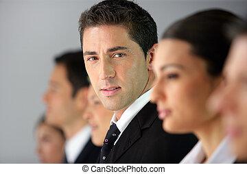 sentado, businesspeople, fila