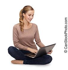 sentado, computador portatil, mujer, joven, piso
