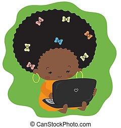 sentado, de piel oscura, laptop., mecanografía, niña, pasto o césped