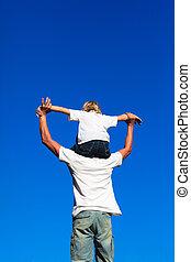 sentado, hijo, padre, el suyo, hombros