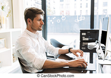 sentado, imagen, trabajando, hombre, tabla, oficina, serio,...