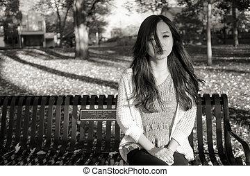 sentado, mujer, banco