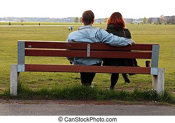 sentado, pareja, en, un, parque