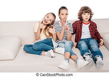 sentando, amigos, sofá