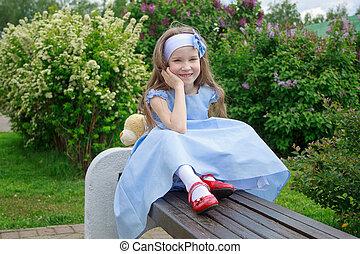 sentando, banco madeira, alegre, park., menina