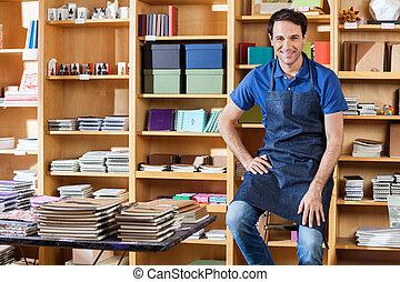 sentando, escada, meio, livro, adulto, vendedor, loja
