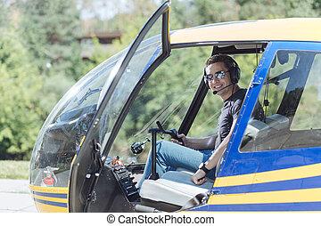 sentando, jovem, barraca, helicóptero, homem, alegre, piloto