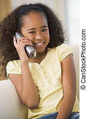sentando, telefone, sofá, jovem, falando, menina