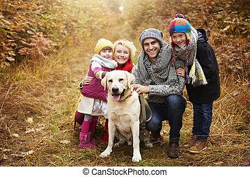 sentier, forêt, portrait famille