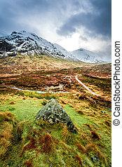 sentier, glencoe, montagnes
