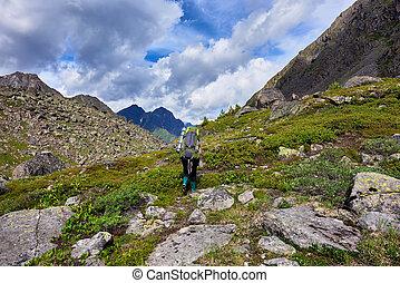 sentier montagne, femme, promenades, hiking.