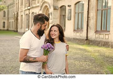 sentiment, amour, barbu, romance., amants, flowers., concept., love., jour, romantique, woman., couple, hipster, étreint, homme, automne, valentines, date