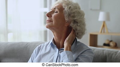 sentiment, femme, fatigué, douleur, personne agee, frottement, maison, malheureux, cou