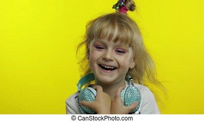 sentiment, joyeux, dehors, rire, larmes, audition, rigolote, plaisanterie, enfant, bruyant, après, idiot, insouciant, amusé