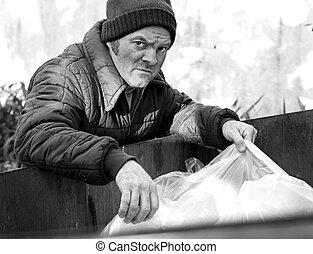 senzatetto, uomo, -, radici, in, dumpster, b&w