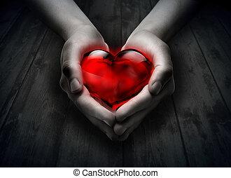 serce, drewno, szkło, ręka