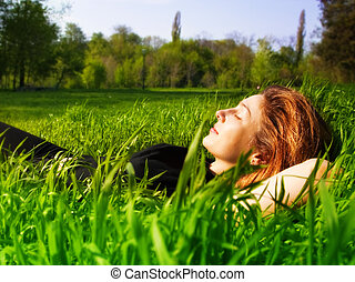 serein, femme relâche, extérieur, dans, frais, herbe