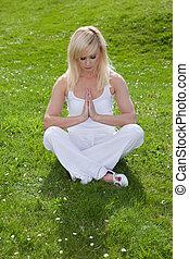 serenità, attraverso, yoga