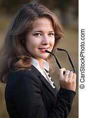 series., um, retrato, de, a, jovem, mulher negócio, em, outono, parque