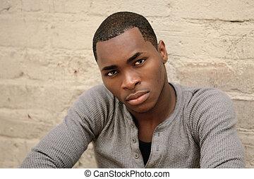 serieuze , amerikaan, afrikaan jonge man
