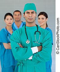 serieuze , team, van, chirurg, in het ziekenhuis