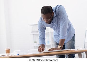 serio, concentrado, hombre, dibujo