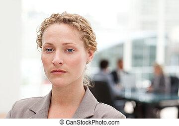 serio, donna d'affari, in, lei, ufficio