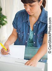 serio, estudiante, ella, deberes