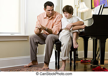 serio, padre, hablar, adolescente, hijo, en casa
