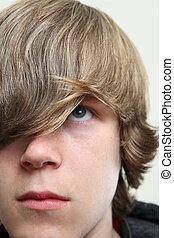 serio, ragazzo adolescente