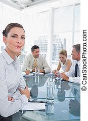 serio, reunión, mujer de negocios