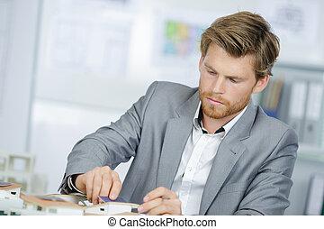 serio, ufficio, uomo affari