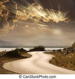 serpiente, camino, debajo, cielo dramático, con, rayos sol