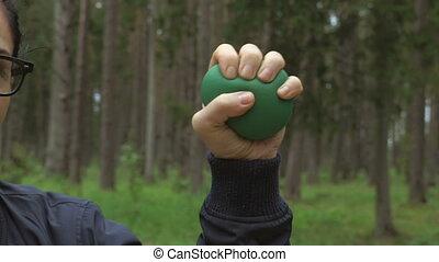 serrage, haut, tension, main femelle, balle, fin