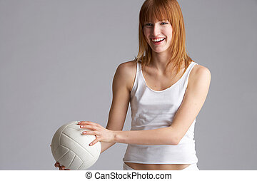 serve - Girl just befor serving the Volleyball - junge frau ...