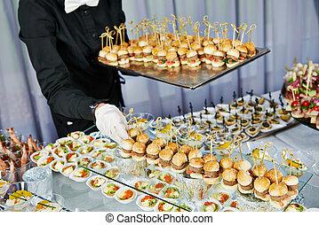 serveur, table, servir, restauration