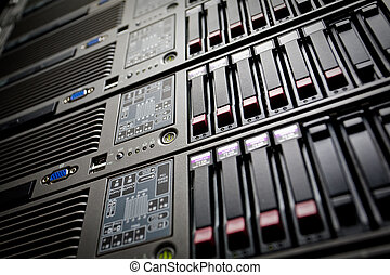 serveurs, pile, à, lecteurs disque dur, dans, a, datacenter
