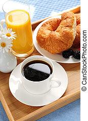 servi, plateau petit déjeuner