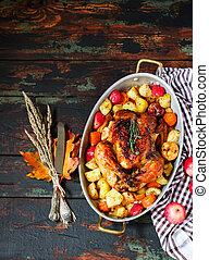 servi, rôti, thanksgiving turquie, à, légumes, sur, bois, fond