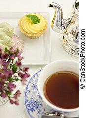 service thé, dessert, élevé