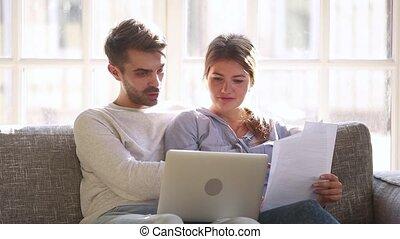 service, vérification, payer, couple, conjugal, facile, ligne, factures, heureux