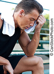 serviette, athlétique, séance entraînement, jeune, portrait, homme