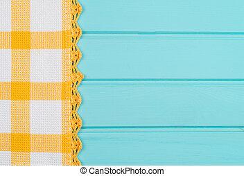 serviette, bois, sur, table jaune, blanc