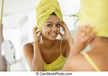 serviette, miroir, reflété, portrait femme