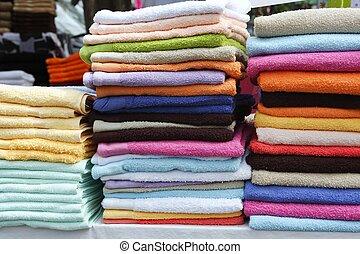 serviette, rangées, empilé, marché, coloré