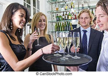 servindo, champanhe