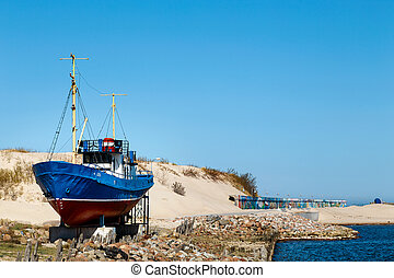 Serving fishing vessel